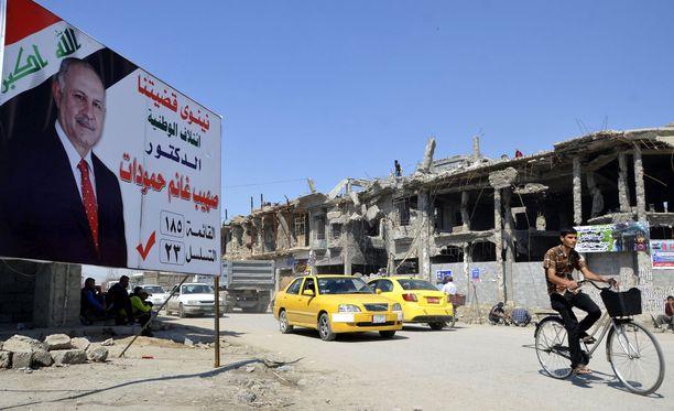 Talot ovat raunioina Irakin Mosulissa. Isis piti suurkaupunkia vallassaan kolmen vuoden ajan viime kesään asti.