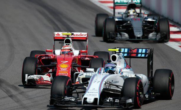 Kimi Räikkönen ja Valtteri Bottas taistelivat sijoituksista.