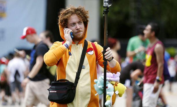 Festivaalivieras Grant-puiston tapahtuma-alueella lauantaina. Arviolta tuhannet vaativat lippujensa hyvittämistä, sillä pelaaminen ei tapahtumassa onnistunut.
