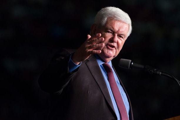 Newt Gingrich Trumpin kampanjatilaisuudessa Floridassa.