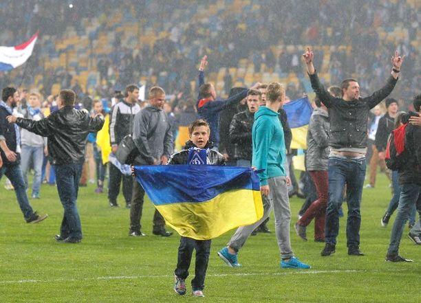 Ukrainan liput värit olivat esillä jo Dnipron välierävoiton jälkeen.