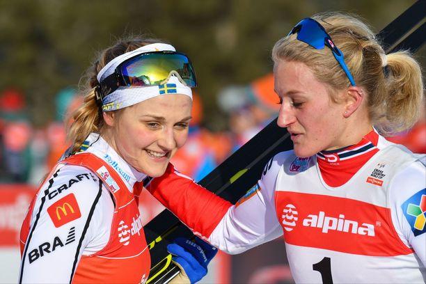 Hiihtotähti Stina Nilsson (vasemmalla) vaihtoi ampumahiihtoon.