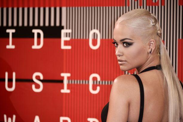 Rita Ora on pyytänyt juhlien järjestämistä myös julkisesti anteeksi.