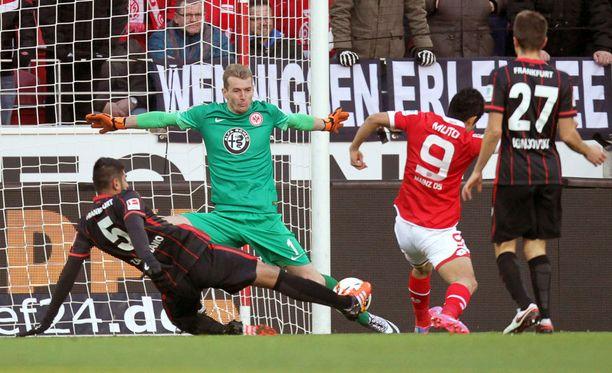 Lukas Hradeckyn varmuutta Eintrachtin maalilla kehunut Bild ennakoi suomalaisen siirtyvän vielä Englannin kentille.