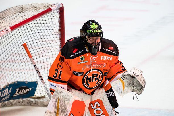 HPK:n maalivahti Emil Larmi joutui antautumaan kahdesti heti ottelun alussa.
