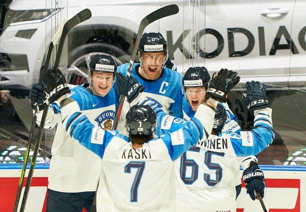 Suomi on puolustava miesten jääkiekon maailmanmestari. Tämän kevään kisat pelataan koronarajoituksin, mutta niiden yksityiskohdista ei ole tietoa.