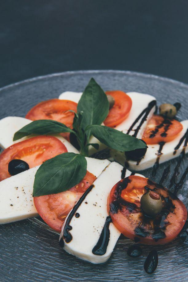 Mozzarella ja tomaatti maistuvat!