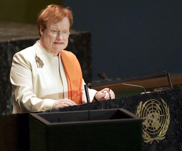 Halosen puhe YK:n yleiskokouksessa vuonna 2004 aiheutti keskustelua Suomessa.