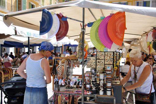 Palma de Mallorcalla valtava valikoima eri ketjujen liikkeitä löytyy Passeig del Bornin ostoskadulta sekä Plaça Major ja Plaza España -aukioiden tuntumasta.