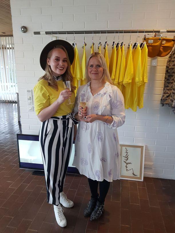 Miisa Rotola-Pukkila ja Paola Suhonen ovat yhteistyöstä innoissaan.