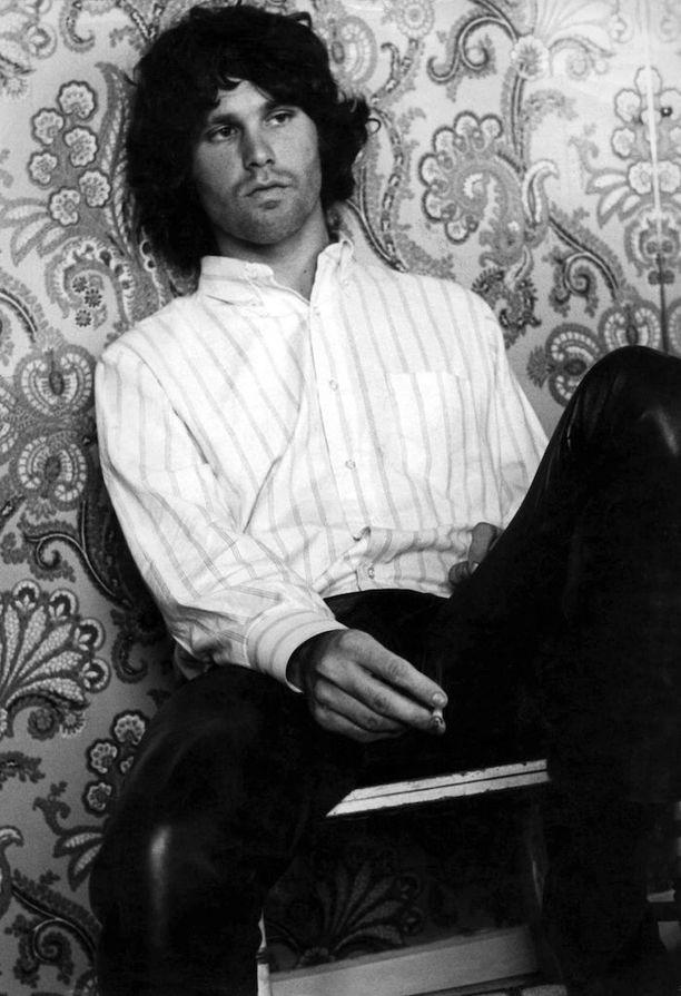 Morrison kuoli vuonna 1971. Kuolinsyystä on liikkunut monenlaisia huhuja.