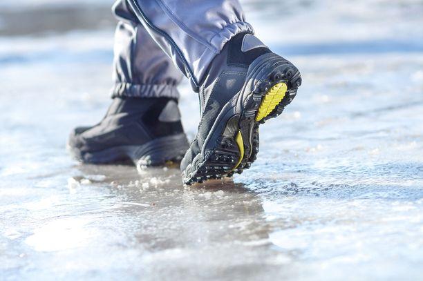 Ilmatieteen laitos on avannut uuden jäätietopalvelun, jota voivat hyödyntää myös jäillä liikkuvat yksityishenkilöt.