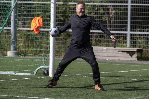Ari Hjelm pelasi maajoukkueessa sata peliä ja teki 20 maalia.