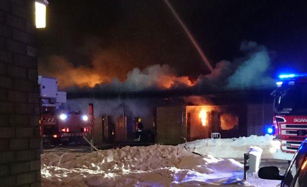 Palokunta keskittyi varmistamaan, että kaikki asukkaat pelastuvat. Yksi heistä saatiin turvaan vasta viime hetkellä.