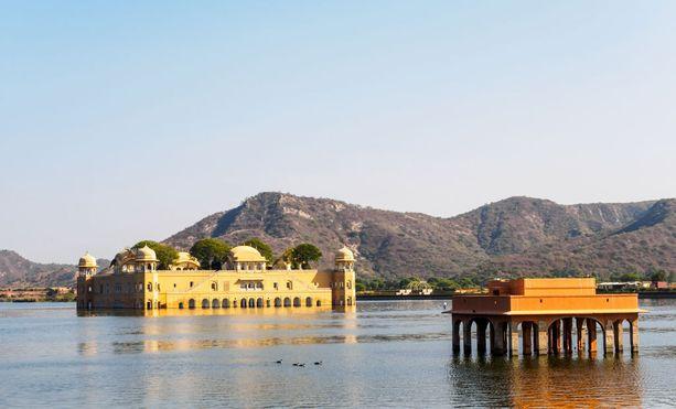 Jal Mahalin edustalla on veteen rakennettu linnoitus.