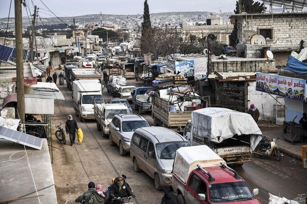 Siviilit pakenevat kohti Turkin rajaa.