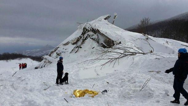 Pescaran yleinen syyttäjä tutkii nyt oliko hotelli rakennettu ylipäätään laittomasti vuoren rinteelle.