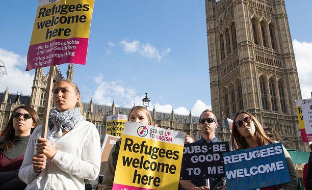 Pakolaiset tervetulleeksi toivottava mielenosoitus Lontoossa vuonna 2016.