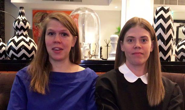 Julia Thurén (vas.) ja Raisa Mattila yllättyivät siitä, miten lasten saaminen voi vaikuttaa parisuhteeseen. He kirjoittivat Lapsiperheen parisuhdekirjan, joka antaa vinkkejä vanhemmille jos perhe-elämä uhkaa näivettää rakkauden.
