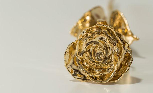 Aito ruusu kastettuna 24 karaatin kultaan, Hyvää Naisten päivää kaikille naisille!