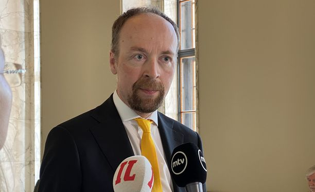Jussi Halla-ahon mukaan suomalaiset eivät vuonna 1994 EU-kansanäänestyksessä äänestäneet tulonsiirtounionista, jossa velat sosialisoidaan.