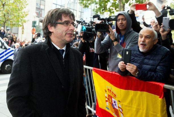 Carles Puigdemont pysyy Brysselissä.