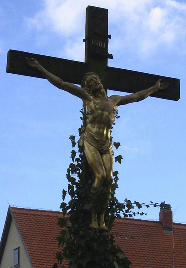 Krusifiksi on ristiinnaulittua Kristusta esittävä veistos.