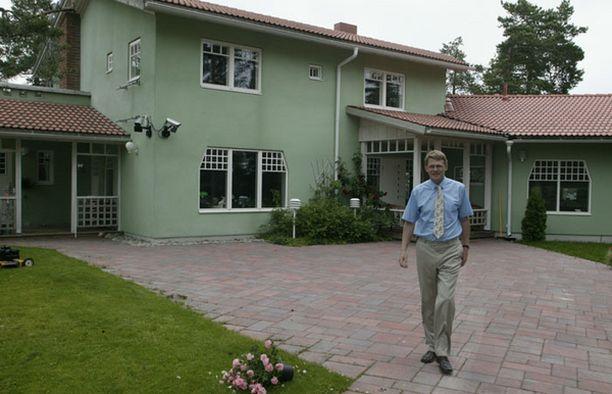 ARVOKAS. Matti Vanhanen on itse rakentanut Nurmijärvellä sijaitsevan kotitalonsa. Sitä kaupataan nyt 985 000 eurolla.