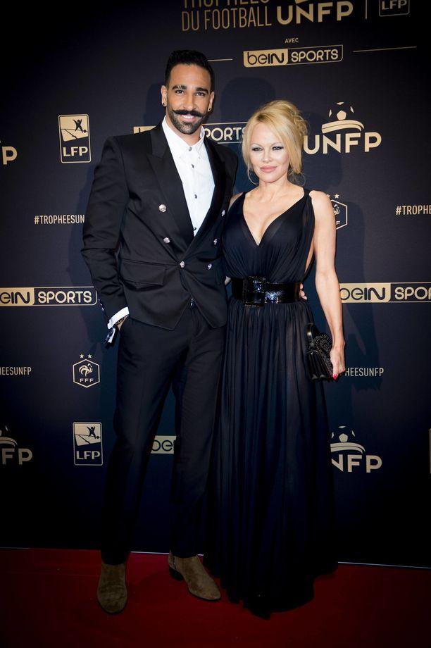 Pamela Andersonin mukaan jalkapalloilija Adil Rami manipuloi häntä koko suhteen ajan.
