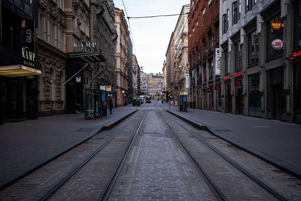 Helsingissäkin kadut ovat hiljenneet. Kuva tiistaiaamulta.