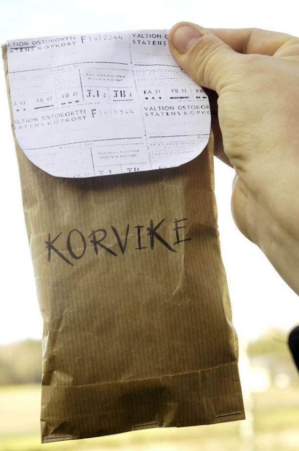 Hanna Bastman-Sjöbergin korvikeainekset ovat pussissa, joka on valmistettu pula-ajan hengen mukaisesti.