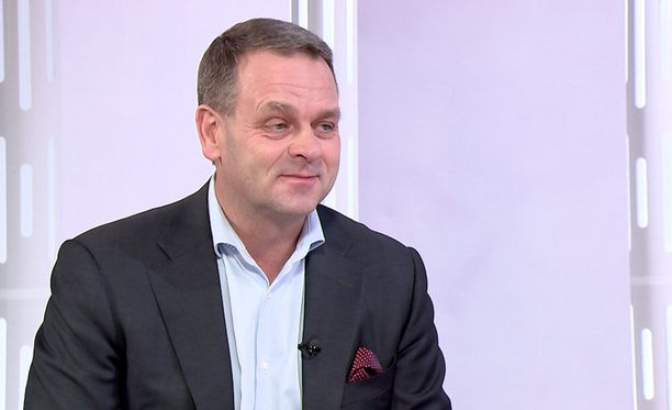 """""""Minusta on rehellistä myöntää, että maahanmuuttoon liittyy sekä positiivisia että negatiivisia ulottuvuuksia"""", Jan Vapaavuori toteaa Susanne Päivärinnan haastattelussa."""