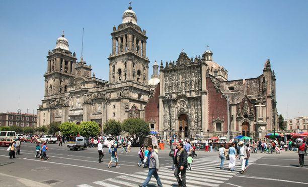 Mexico Cityn Zocalo-aukio on yksi maailman suurimmista.