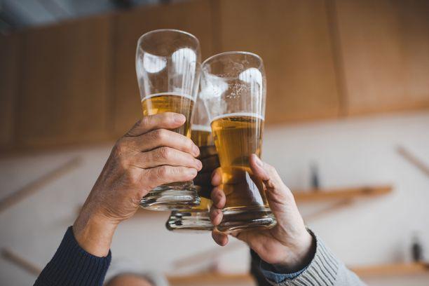 Alkoholi nostaa verenpainetta ja altistaa runsaasti käytettynä jopa aivohalvaukselle.