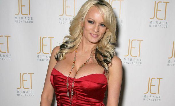 """Stephanie """"Stormy Daniels"""" Clifford (38) kuvattuna vuonna 2009. Hän on tehnyt urallaan liudan pornoelokuvia, mutta esiintynyt pikkurooleissa myös tavallisissa elokuvissa."""