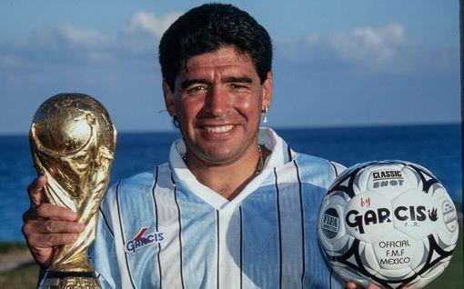 Näin paljon Diego Maradona tienasi: Seura antoi vedessä kulkevan tankin