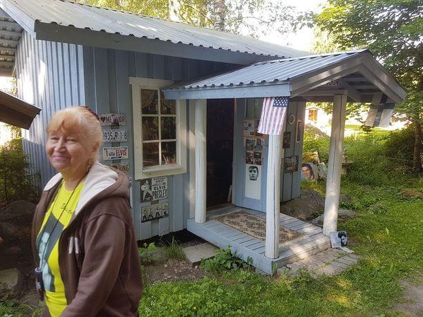 Elviksen synnyinkotia Tupelosta mukaileva museorakennus.