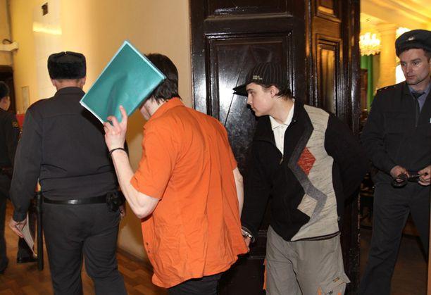 Maxim Golovatskikh ja Yury Mozhnov kertoivat poliisille motiivikseen sen, että he olivat humalassa ja nälkäisiä.