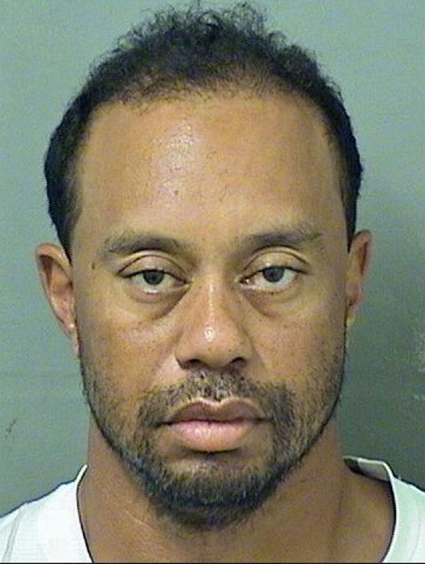 Kuva Tiger Woodsista pidätyksen jälkeen.