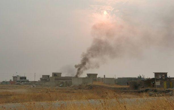 Tiistaina Bartilan kaupungista Mosulin lähettyvillä kuului taistelun ääniä ja nousi savua.