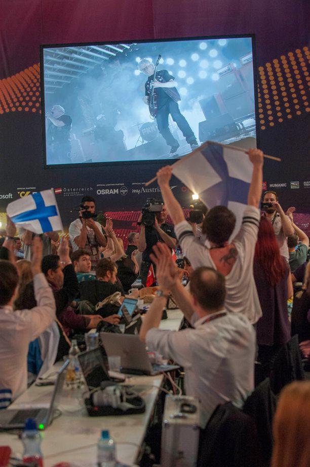 Viisujen lehdistökeskuksessa Wienissä myös hurrattiin Suomelle.