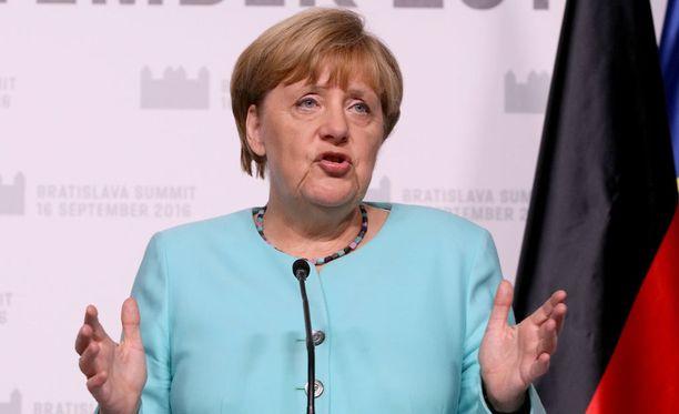 Saksan liittokanslerin Angela Merkelin mielestä hänen paljon käyttämästään lauseesta on tullut kulunut fraasi. Kuvassa Merkel Bratislavassa EU-kokouksessa perjantaina.