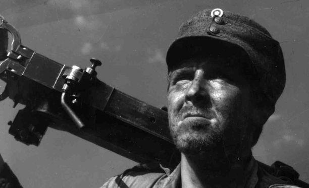 Pentti Siimes esiintyi Edvin Laineen ohjaamassa Tuntemattomassa sotilaassa, mutta mikä oli hänen roolinsa?