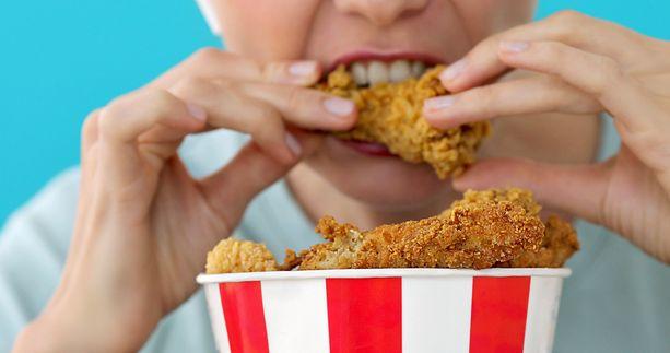Pikaruoka ja niin sanottu lohturuoka voi sisältää erityisen paljon kovaa rasvaa.