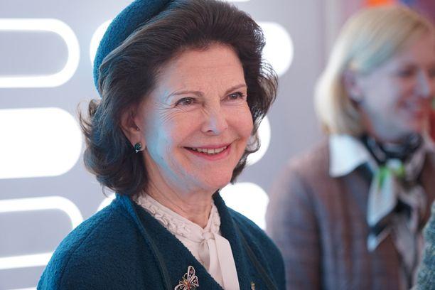 Kuningatar Silvia edusti iloluontoisena kuningasparin valtiovierailulla.