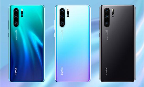 Huawei P30 Pro kolmella värityksellä: Aurora, Kristalli sekä Kiiltävä musta.