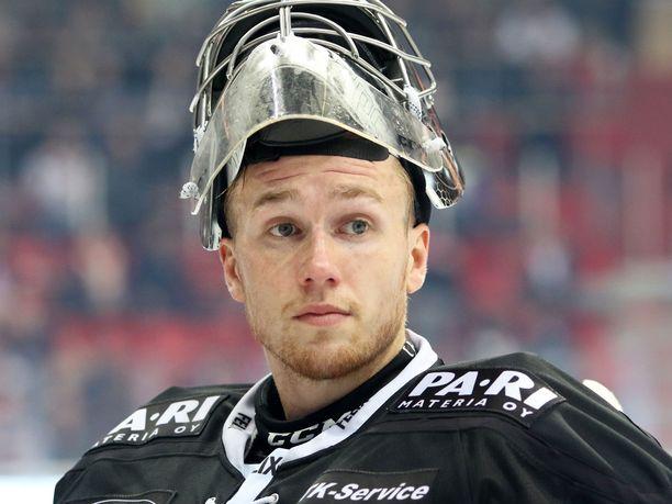 Kuluvan kauden TPS:ssä pelannut Henrik Haukeland nähdään ensi kaudella KooKoon maalilla.