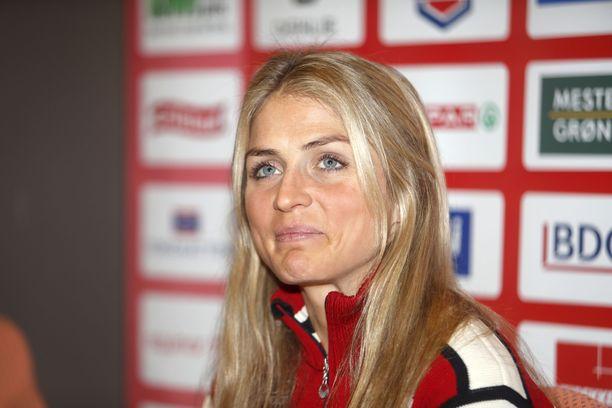 Huulirasvakohussa ryvettynyt norjalaistähti Therese Johaug palasi kilpaladuille perjantaina.