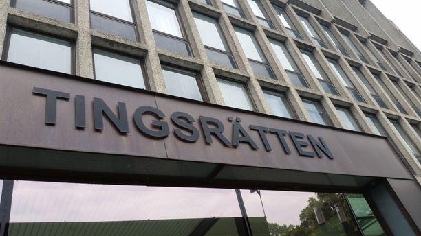 Kaksi Södertälje-verkoston jäsentä vangittiin perjantaina Södertäljen käräjäoikeudessa.