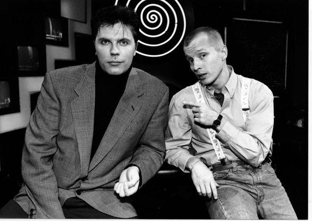 Juontajakaksikko Jari Sarasvuo ja Simo Rantalainen vuonna 1993.